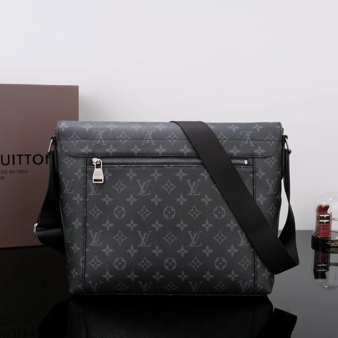 107a2fc220b0 ... Men LV Louis Vuitton M40539 Monogram Messenger bags Handbags Gray ...